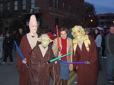Last Halloween we made 4 Jedi robes to go with some Star Wars masks we bought. These are the instructions to make the robes. We wanted to make the robes with as few pieces of fabric and as little sewing as possible.