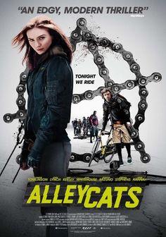 ALLEYCATS es un thriller de acción acerca del apasionante mundo de los alleycats, carreras de bicicletas ilegales. Cuando el mensajero Chris (Josh Whitehouse – Northern Soul) es testigo de lo que p…