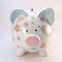 Daisy Piggy Bank - Personalized Piggy Bank - Piggy Bank with Flowers - Girls Piggy Bank - Garden The Personalized Piggy Bank, Daisy Painting, Ideas Para Fiestas, Garden Theme, Money Box, Ceramic Painting, Piggy Banks, Colorful Pictures, Little Girls