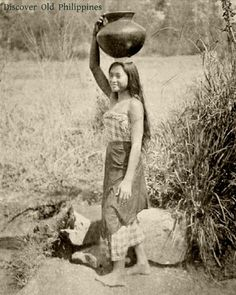 Early Filipino Woman, beautiful typical Filipina a maiden probably.shes a water carrier during 1913 Philippines Euphrosyne Myrgth Discover Old Philippines A.C McClurg Chicago Philippines People, Philippines Culture, Historical Women, Historical Pictures, Filipino Tribal, Filipino Culture, Filipina Beauty, Filipiniana, Tribal People