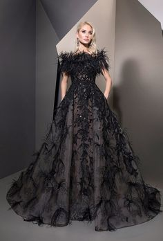 MaySociety — Ziad Nakad Ready To Wear Fall/Winter Elegant Prom Dresses, Black Prom Dresses, Prom Party Dresses, Dress Party, Couture Mode, Style Couture, Couture Fashion, Designer Evening Dresses, Evening Gowns