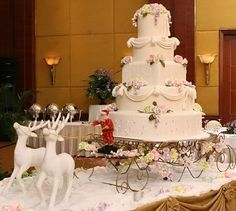 Fountain wedding cakes often look more luxurious and beautiful than any other wedding cakes themes. Find best ideas with fountain wedding cakes here! Christmas Cakes Pictures, Christmas Themes, Christmas Wedding Pictures, Christmas Decorations, Wedding Cake Designs, Wedding Cake Toppers, Wedding Ideas, Cake Wedding, Wedding Decorations