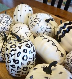 black and white hand sketched sharpie pumpkins 3 at thehappyhousie - white spray paint and a sharpie! Halloween Items, Holidays Halloween, Halloween Pumpkins, Halloween Crafts, Holiday Crafts, Happy Halloween, Halloween Party, Halloween Decorations, Halloween Inspo