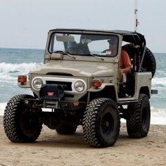 Toyota FJ40///NO IT'S NOT MY FAVORITE, BUT IN A PINCH, IT WILL DO!