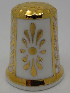 Russell. Porcelana pintada a mano. Thimble-Dedal-Fingerhut. Sewing Tools, Bone China, England, Pottery, Peace, Ceramics, Couture, Antiques, Metal