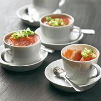 Gazpacho als Gelee - eine ganz simple Idee für eine raffinierte Vorspeise. Passt perfekt in ein sommerliches Menü! * Gazpacho und Co.: Kalte Suppe für den Sommer