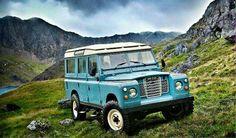 Land Rover 109 Serie III Sw Safari top .  Landscape.