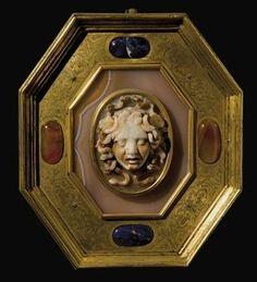 Camée ovale en sardoine sculptée représentant la tête de Méduse, XVIIème siècle - Alain.R.Truong