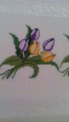 Hand Embroidery Patterns, Baby Knitting Patterns, Embroidery Stitches, Embroidery Designs, Simple Cross Stitch, Cross Stitch Rose, Palestinian Embroidery, Loom Beading, Blackwork