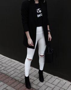detalhes: calça de bandage branca + ankle boot preta.
