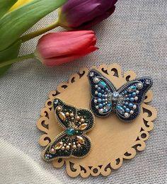 Handmade only ❤ в Instagram: «Автор @broshkindom_spb 💎 💎 〰〰〰〰〰〰〰〰〰〰〰〰〰〰 По всем вопросам обращайтесь к авторам изделий!!! 💎 #ручнаяработа #брошьизбисера…» Bespoke Jewellery, Bead Jewellery, Jewelry Art, Beaded Jewelry, Brooches Handmade, Handmade Jewelry, Diy Bead Embroidery, Diy And Crafts, Arts And Crafts