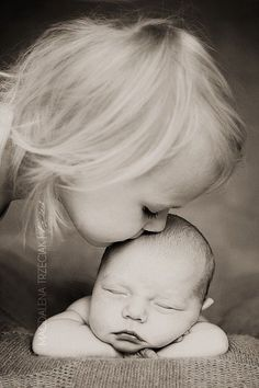 Gorgeous sibling picture for the newborn baby photo session! / Colleen at http://WrapsodyBaby.com