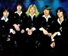 UFO* 1978 : Paul Raymond, Andy Parker, Michael Schenker, Phil Mogg, Pete Way   https://www.pinterest.jp/tchovy/michael-schenker-2ufoscorpions/