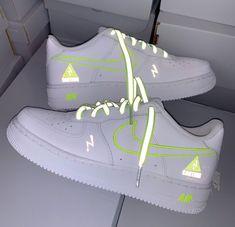 Neon Nike Shoes, Cute Nike Shoes, Nike Shoes Air Force, Cute Nikes, Cute Sneakers, Sneakers Mode, Nike Air Force Ones, Sneakers Fashion, Nike Neon