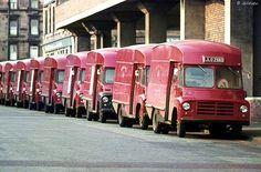 Vintage Vans, Vintage Trucks, Old Trucks, Commercial Van, Commercial Vehicle, Classic Trucks, Classic Cars, London History, British History