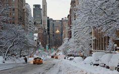 New York sous la neige. ( seule a New York fb) New York Winter, New York Snow, Winter Wallpaper, City Wallpaper, Chicago Wallpaper, Wallpaper Desktop, Hd Desktop, Christmas Wallpaper, Bucket List For Girls