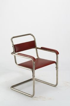 Marcel Breuer, Kinderarmlehnstuhl B34 1/2, 1929, (exhibit: the Werner Löffler collection in Reichenschwand)