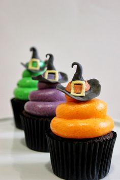 Cupcakes de Halloween con sombreros de bruja