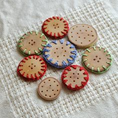set of 8 Birch wooden buttons . crochet on wood Crochet Buttons, Diy Buttons, Vintage Buttons, Button Cards, Button Button, Arts And Crafts, Diy Crafts, Idee Diy, All Things Cute