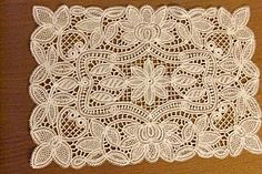 Luxeiul lace (similar to Battenberg tape lace)