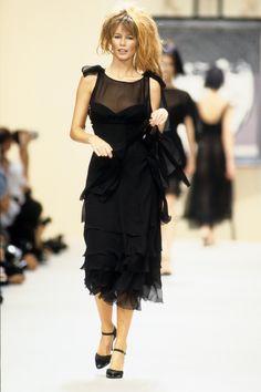 Chanel Spring 1994 Ready-to-Wear Fashion Show - Claudia Schiffer
