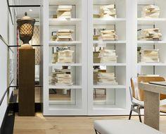 libreria lacada con trasera espejo