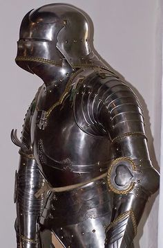 15th Century #German #Gothic #Armour which armors the armpits with articulated plates instead of chainmaille or a rondel. #fantasy #medieval @ninagoth #arcanumfantasya #medieval #ancient