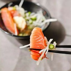 #ensalada de #sashimi de #salmon y vegetales.