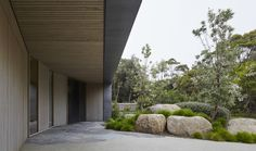 Large rocks anchor hill -- Links Courtyard House - Inarc Architects