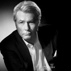 """Festival de Cannes on Instagram: """"Une légende du 7ème art. Alain Delon recevra une Palme d'or d'Honneur à #Cannes2019, afin d'honorer sa magnifique présence dans l'histoire…"""""""