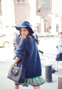 Gao Yuanyuan looks classy even when catching a cab for this street-style photoshoot in New York. Knit Fashion, Love Fashion, Female Fashion, Gao Yuanyuan, Spring Summer Fashion, Winter Fashion, Spring 2014, Fluffy Sweater, Angora Sweater
