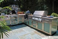 Discover your ultimate outdoor living space with these stunning luxury outdoor kitchen design ideas from our photo gallery. Outdoor Kitchen Design, Outdoor Kitchens, Brown Jordan, Outdoor Furniture Sets, Outdoor Decor, Outdoor Living, Living Spaces, Kitchen Cabinets, Backyard