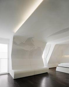 Graft_Hotel Q  http://www.graftlab.com/en_index.htm?f=true#/home Estilo futurista con curvas angulosas