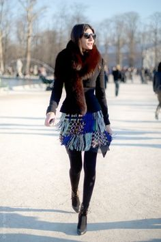 Giovanna Battaglia in an almost black total look... But she always adds the touch of colour: a mini skirt in different shades of blue, designed in a garment that looks like knitted wool... Lovely & easy to mix : D