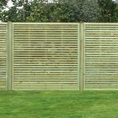 Our rigid panel fences are our most exported fencing solution. Easy to install, aesthetic and custom-made, the rigid panel fences are widely used for residences, worksites, public and private spaces.