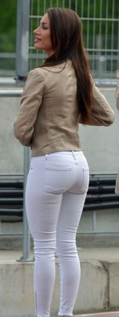 Sexy girl in jeans Sexy Jeans, Superenge Jeans, Patched Jeans, Denim Skinny Jeans, White Pants, Girls Jeans, Jeans Style, Sexy Women, Tights