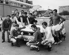 This is the England World Cup squad just before the 1970 tournament in Mexico, posing with a Ford Cortina donated by the RAC. The nation had high hopes of success in 1970 but England were knocked out by old rivals West Germany in the quarter-finals Leeds United Fc, West Ham United Fc, England National Football Team, National Football Teams, England World Cup Squad, 1970 World Cup, Mexico World Cup, England International, Class Games
