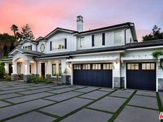 Luxury Modern Homes, Ceiling Treatments, Ceiling Decor, California Homes, Find Property, Built In Storage, Inspired Homes, Renting A House, Future House