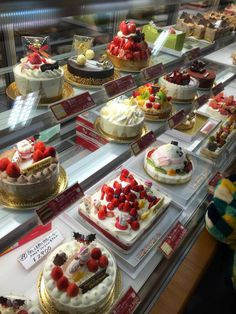 Ksl Global Group is a professional manufacturer of shop design, mall kiosks and display cases. Baking Cupcakes, Cupcake Cakes, Cake Shop Design, Bakery Interior, Delicious Desserts, Yummy Food, Japanese Cake, Bakery Cafe, Bakery Shops