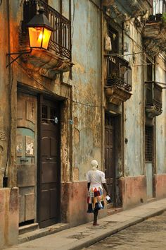 Havana, Cuba. Houses at the edge of the ruin. What a shame !!