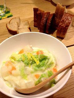 パパご飯♪( ´▽`) - 7件のもぐもぐ - クリームシチュー、パン by awim