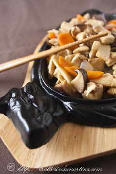 Pollo cinese con funghi e bambù