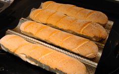 Barras de pan rápido sin gluten Gluten Free Bakery, Gluten Free Recipes, Bread Recipes, Snack Recipes, Healthy Recipes, Snacks, Pan Baguette Receta, Sem Lactose, Pan Bread
