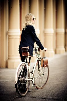 Bike Chic – Leather Accessories by Walnut | Bike Pretty