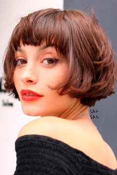 66 Chic Short Bob Hairstyles & Haircuts for Women in 2019 - Hairstyles Trends Choppy Bob With Bangs, Layered Hair With Bangs, Bob Hairstyles With Bangs, Short Layered Haircuts, Short Hair Cuts, Layered Hairstyles, Short Bob With Fringe, Short Bobs With Bangs, Blunt Bangs