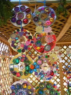 Reuse CDs: ReCYcled SukkAH, Ellen Gradman Green kids crafts: reuse old CDs for art. I think this is beautiful and would look lovely outside Kids Crafts, Green Crafts For Kids, Projects For Kids, Art For Kids, Art Projects, Arts And Crafts, Old Cd Crafts, Art Cd, Old Cds
