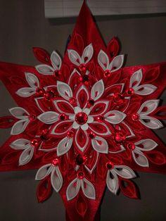 Best 12 Silvia Nagy's media content and analytics – SkillOfKing. Satin Ribbon Flowers, Ribbon Art, Ribbon Crafts, Flower Crafts, Fabric Flowers, Fabric Christmas Ornaments, Quilling Christmas, Christmas Ribbon, Christmas Crafts