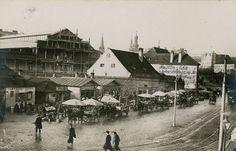 Budovu Starej tržnioce začali stavať v roku 1908 a otvorili ju v októbri Bratislava, Old Photos, Nostalgia, Arch, Louvre, Street View, Building, Travel, Times