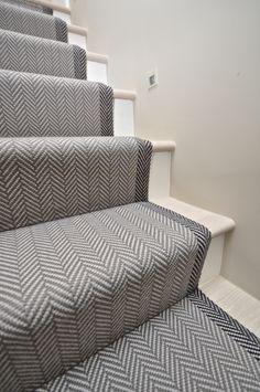 Best Carpet Runners For Hallways Carpet Staircase, Staircase Runner, House Staircase, Staircase Design, Stair Runners, Tiled Hallway, Hallway Flooring, Interior Stairs, Home Interior Design