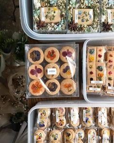 Bakery Packaging, Cookie Packaging, Patisserie Fine, Food Platters, Cafe Food, Aesthetic Food, Food Gifts, Diy Food, Cookie Decorating